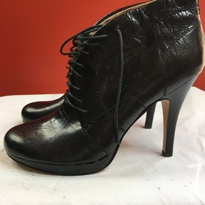 NINEWEST BLACK LEATHER TIE UP BOOTIES